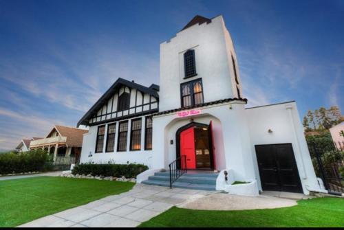 The York Manor<br>4908 York Blvd, Los Angeles, CA 90042